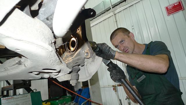 mechanik autoservisu