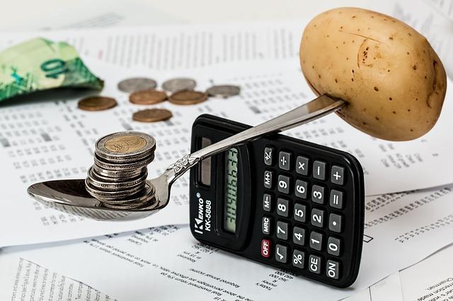 vážení brambory a mincí.jpg