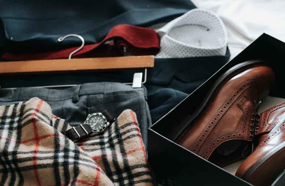 oděvy do skříně